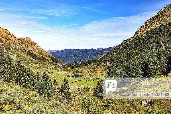 GR10  Hiking of tne Etang de Comte  Ariege Pyrenees  Occitanie  France
