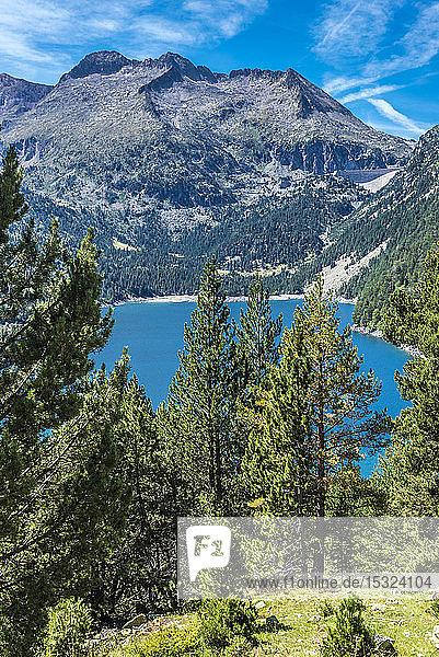 France  Hautes-Pyrenees  Haute Vallee d'Aure  Neouvielle National Nature Reserve  Pice de Neouvielle (or Aubert)  2863 meters high)  the Oredon lake and the Cap de Long dam