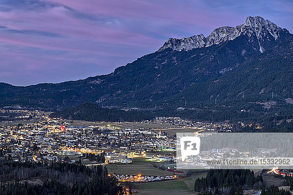 Austria  Tyrol. Naturparkregion Reutte  Reutte and the river Lech valley;bg.: Ammergau Alps and the peak of mount Sauling 2047 m  twilight