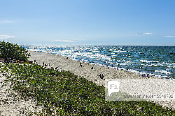 Long white sand beach in the Curonian Spit National Park  UNESCO World Heritage Site  Kaliningrad  Russia  Europe