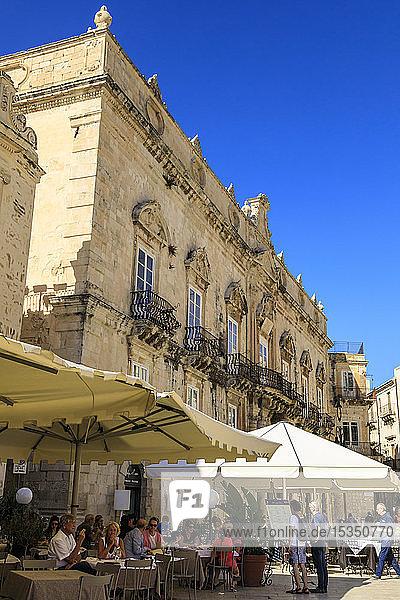 Cathedral  Piazza Duomo  Ortigia (Ortygia)  Syracuse (Siracusa)  UNESCO World Heritage Site  Sicily  Italy  Mediterranean  Europe