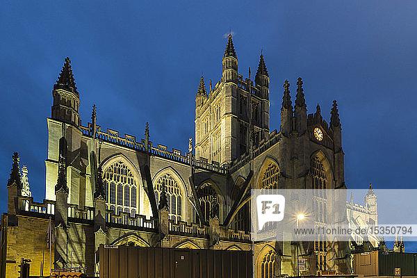 Bath Abbey illuminated at night  Bath  UNESCO World Heritage Site  Somerset  England  United Kingdom  Europe