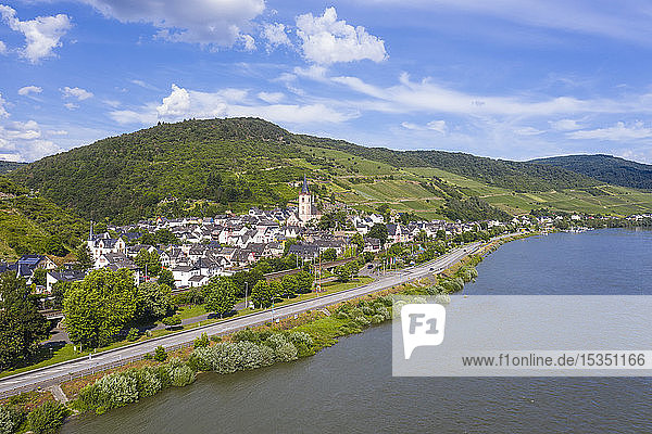 The Rhine River at Lorch  UNESCO World Heritage Site  Middle Rhine valley  Hesse  Germany  Europe