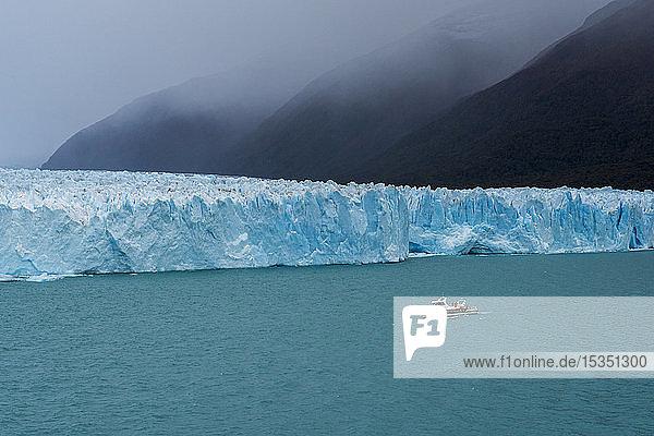 Tourist boat in front of Perito Moreno Glacier in Los Glaciares National Park  UNESCO World Heritage Site  Santa Cruz Province  Patagonia  Argentina  South America