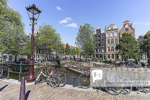 Tourist boat on Brouwersgracht canal  Amsterdam  North Holland  The Netherlands  Europe