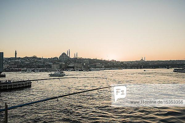 Angelruten  Galata-Brücke  Karaköy  Türkei