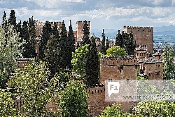 Nasridenpaläste und Alcazaba  maurische Stadtburg Alhambra  UNESCO Welterbe  Granada  Andalusien  Spanien  Europa
