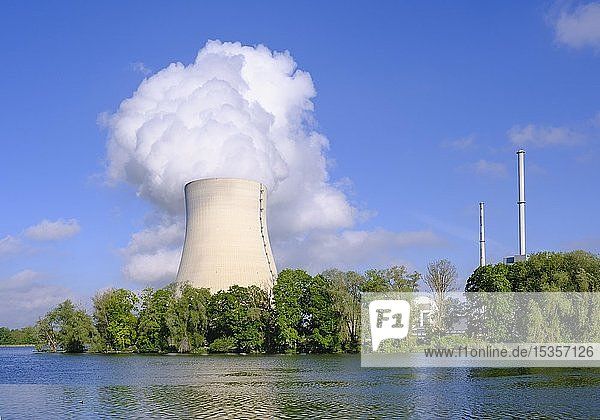 Kernkraftwerk Isar I und Isar II am Stausee Niederaichbach  Isar bei Landshut  Niederbayern  Bayern  Deutschland  Europa