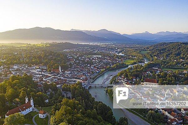 Bad Tölz und Isar im Morgenlicht  Luftbild  Isarwinkel  Tölzer-Land  Oberbayern  Bayern  Deutschland  Europa