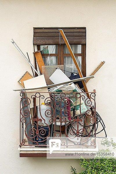 Müll auf Balkon  Andalusien  Spanien  Europa