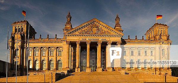 Reichstag  Deutscher Bundestag  Regierungsviertel  Berlin  Deutschland  Europa
