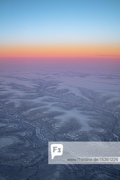 Luftaufnahme  Sonnenaufgang über dem Mittelsibirischen Bergland zwischen Norilsk und Baykitskiy Rayon  Region Krasnojarsk  Russland  Europa