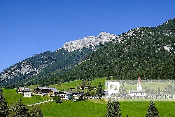 Steinberg am Rofan vor Guffert  Tirol  Österreich  Europa