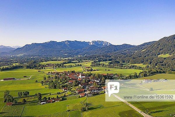 Wackersberg vor Brauneck und Benediktenwand  Luftbild  Isarwinkel  Tölzer-Land  Oberbayern  Bayern  Deutschland  Europa