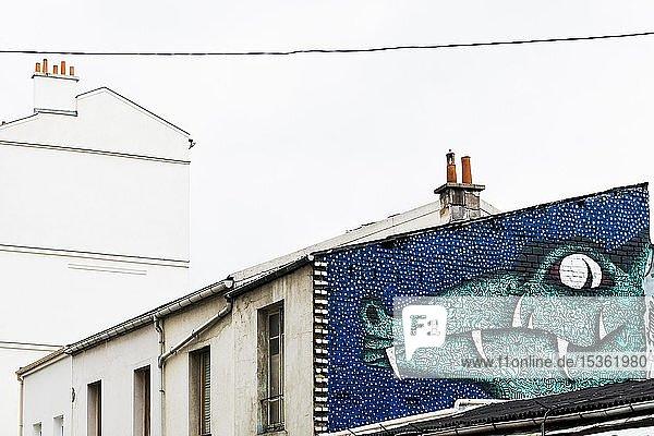 Bemalte Hauswand mit Krokodilfigur  Graffiti  Porte de Clignancourt  Paris  Frankreich  Europa