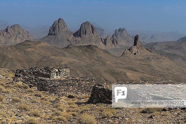 Wasserspeicher auf dem Gipfel von Assekrem  Tamanrasset  Hoggar-Gebirge  Algerien  Afrika