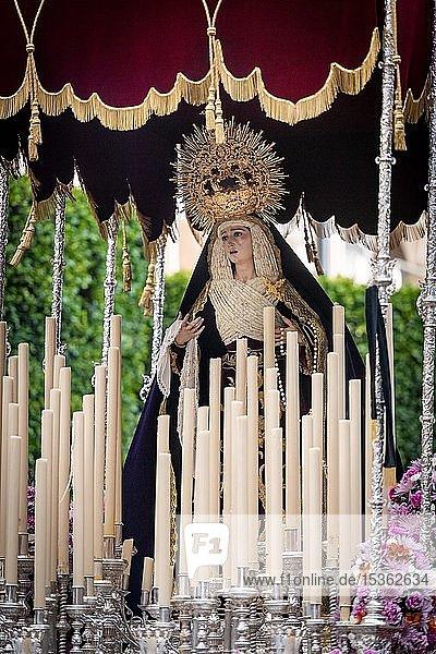 Paso de la Virgen  Marienstatue mit Baldachin  Semana Santa Prozession  Karwoche  Almería  Andalusien  Spanien  Europa