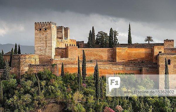 Alcazaba der maurischen Stadtburg Alhambra  Granada  Andalusien  Spanien  Europa