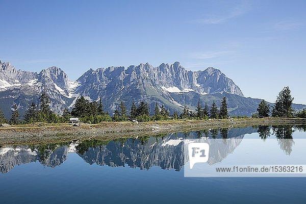 Bergsee am Astberg  Astbergsee  Wasserspiegelung  Going  Wilder Kaiser  Kaisergebirge  Kitzbüheler Alpen  Tirol  Österreich  Europa
