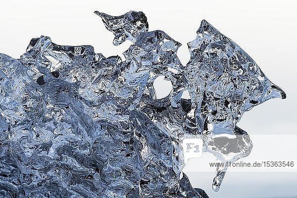 Schmelzendes Eis  Gletscherlagune Jökulsárlón  Südisland  Island  Europa