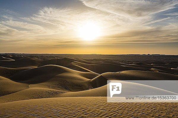 Sanddünen bei Sonnenuntergang  Sahara  Timimoun  Algerien  Afrika