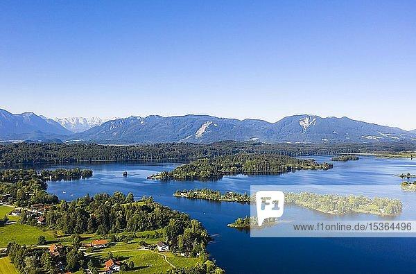 Blick auf Staffelsee mit Gradeninsel  Insel Buchau und Insel Wörth  Alpenvorland  Oberbayern  Bayern  Deutschland  Europa