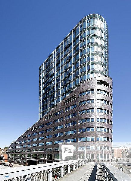 Bürohochhaus Channel Tower im Harburger Hafen  Harburg  Hamburg  Deutschland  Europa
