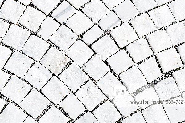 Boden gepflastert mit Marmorsteinen aus Laaser Marmor  Laas  Vinschgau  Südtirol  Italien  Europa