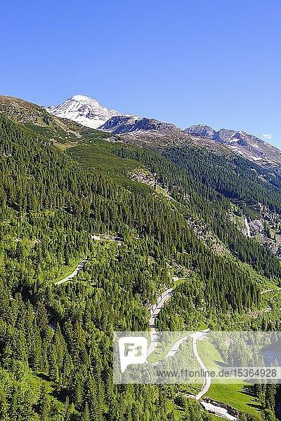 Schlegeis Alpenstraße  hinten Hoher Riffler  Blick von Staumauer  Zillertaler Alpen  bei Finkenberg  Zillertal  Tirol  Österreich  Europa
