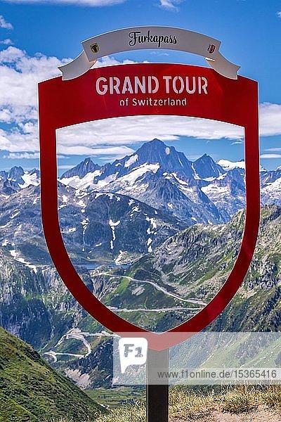 Grand Tour of Switzerland  Wegweiser am Furkapass  Schweiz  Europa