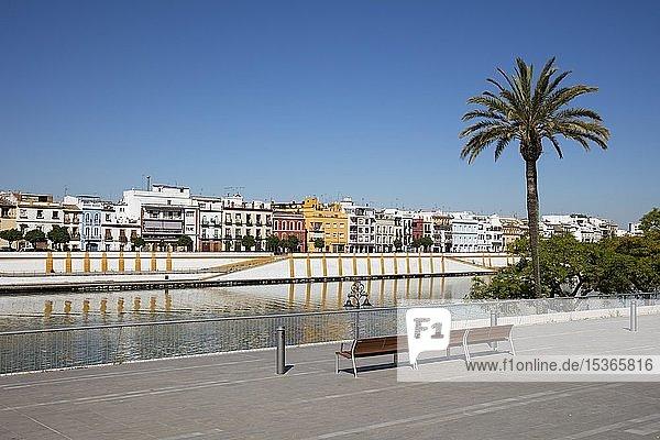 Promenade am Fluss Rio Guadalquivir  Sevilla  Andalusien  Spanien  Europa