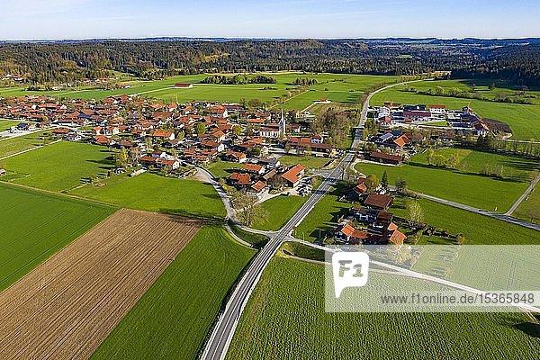 Ortsteil Ascholding  Gemeinde Dietramszell  Tölzer Land  Oberbayern  Bayern  Deutschland  Europa