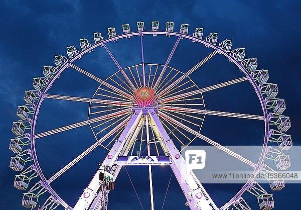 Riesenrad  blaue Stunde  Hamburger Dom  Hamburg  Deutschland  Europa