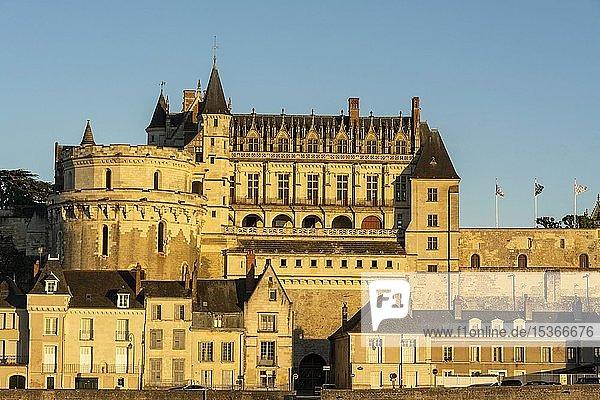 Amboise Chateau bei Sonnenuntergang an der Loire  Loiretal  Indre-et-Loire Departement  Centre-Val de Loire  Frankreich  Europa