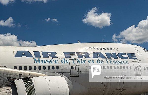 Altes Air France Flugzeug  Rumpf und Triebwerk einer Boeing 747  Musée de l'Air et de l'Espace  Museum zur Luft- und Raumfahrttechnik  Le Bourget  Paris  Frankreich  Europa