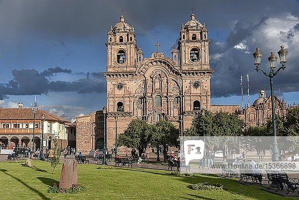 Place Plaza de Armas with the church Iglesia La Compañía de Jesús at cloudy sky  Jesuit church  Cusco  province Cusco  Peru  South America