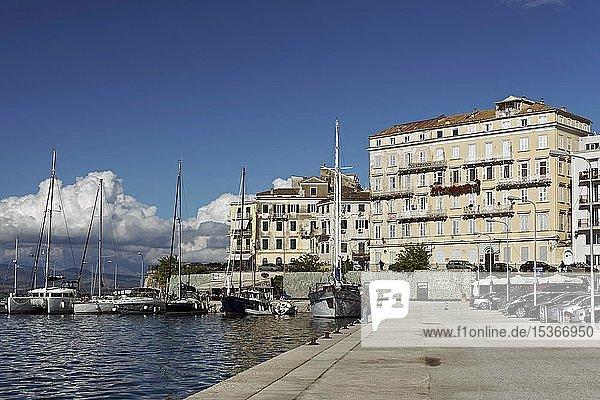Alter Hafen Korfu oder Porto Spilia  Korfu-Stadt  Insel Korfu  Ionische Inseln  Griechenland  Europa