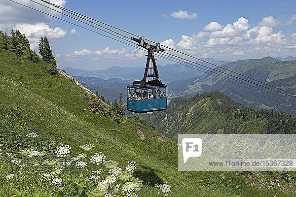 Gondel der Seilbahn auf das Walmendinger Horn  Mittelberg  Kleinwalsertal  Vorarlberg  Österreich  Europa