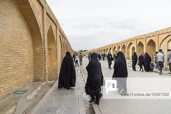 Iranians on the Si-o-se Pol Bridge or Allah-Verdi Khan Bridge  Esfahan  Iran  Asia