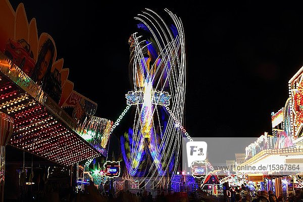 Fahrgerät,  Nachtaufnahme,  Vergnügungspark,  Schützenfest in Biberach,  Oberschwaben,  Baden-Württemberg,  Deutschland,  Europa