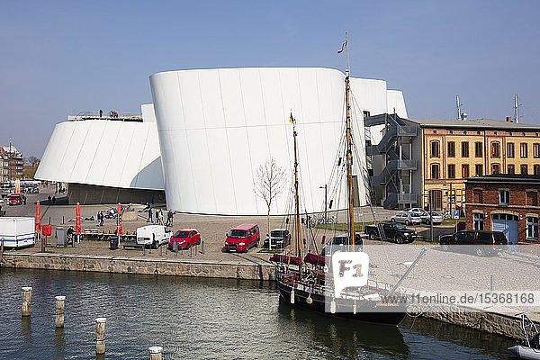 Ozeaneum  Hafen  Stralsund  Insel Rügen  Mecklenburg-Vorpommern  Deutschland  Europa