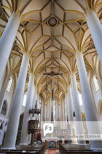 Innenansicht  Pfarrkirche St. Johannes  Dingolfing  Niederbayern  Bayern  Deutschland  Europa