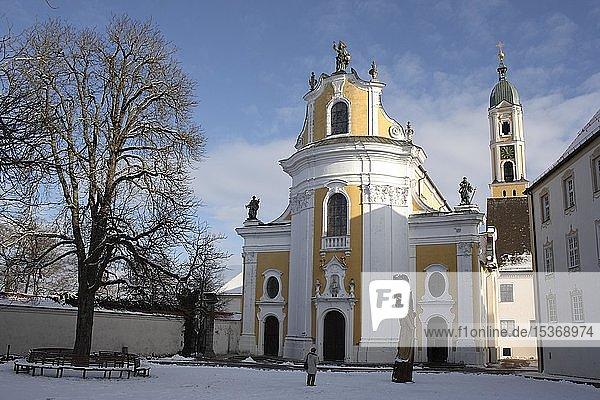 Klosteranlage  barocke Pfarrkirche St. Georg  Ochsenhausen  Landkreis Biberach  Baden-Württemberg  Deutschland  Europa