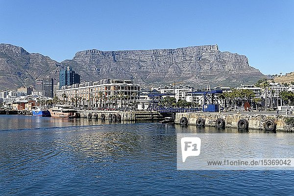 Cityscape with harbor promenade and Table Mountain  Cape Town  Western Cape  South Africa  Africa