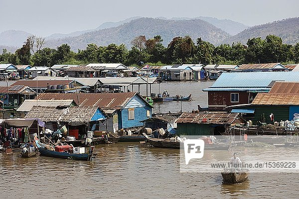 Floating villages with stilt houses  fishing village  boats at the Tonle Sap river  Kampong Chhnang  Cambodia  Asia