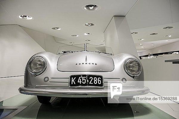 Porsche 356  Roadster  erstes Serienmodell  Porsche Museum  Stuttgart  Baden-Württemberg  Deutschland  Europa