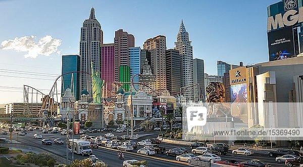 New York New York Hotel und MGM Hotel  Las Vegas Strip  Las Vegas  Nevada  USA  Nordamerika