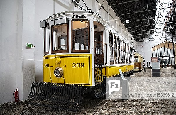 Gelbe historische Straßenbahn  Straßenbahnmuseum  Museu do Carro Electrico da Cidade do Porto  Porto  Portugal  Europa