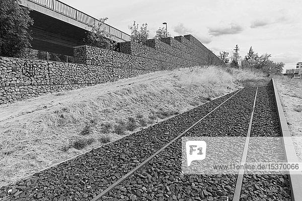 Eisenbahnschienen enden im Leeren  Mahnmal für die deportierten Juden  ehemaliger Güterbahnhof Derendorf  Düsseldorf  Rheinland  Nordrhein-Westfalen  Deutschland  Europa