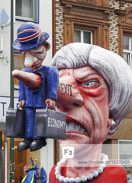 Lügennase von Theresa May erdolcht die britische Wirtschaft  Brexit  Mottowagen von Jacques Tilly  Rosenmontagszug 2019  Düsseldorf  Nordrhein-Westfalen  Deutschland  Europa